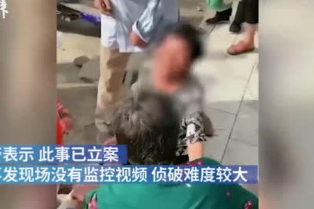 卖粮款被偷老人坐地痛哭自扇巴掌 民警为其垫付2700元