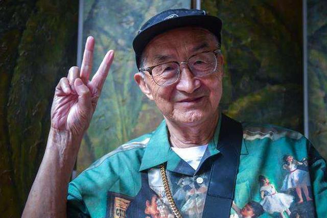 武汉83岁潮爷:中国大爷形象不能只是背心短裤和拖鞋