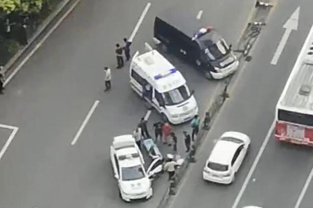 宜昌一民警驾驶警车发生交通事故 致1名学生受伤