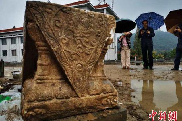 """湖北襄阳古城墙狮子楼遗址发现""""石狮"""""""