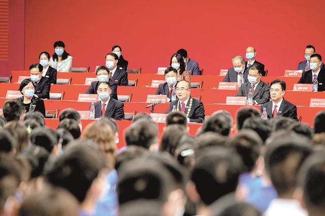"""""""人民英雄""""张定宇一席话 被学弟学妹们20多次掌声致敬"""