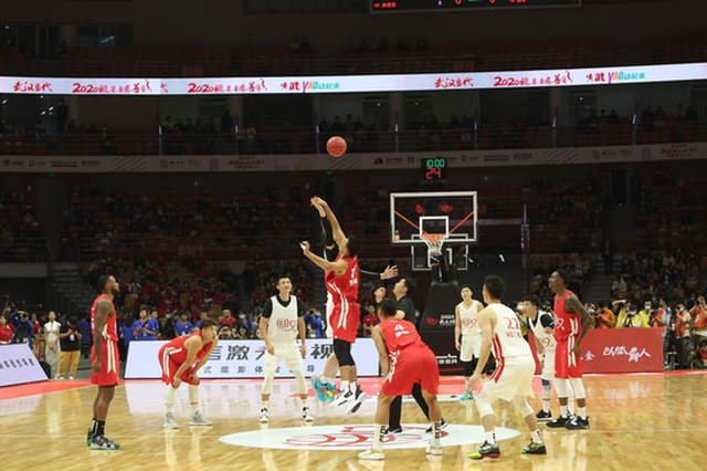 姚基金慈善赛:中国篮球明星队122-107战胜男丁格尔队