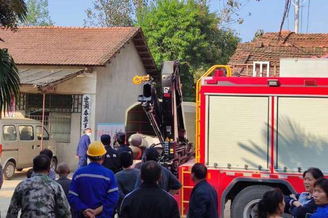 武汉新洲一自建私房工地发生垮塌 致2人死亡10人受伤