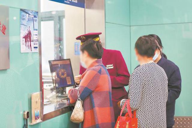 武汉地铁6天稽查制止182起逃票 96人蹭老年卡被抓现行