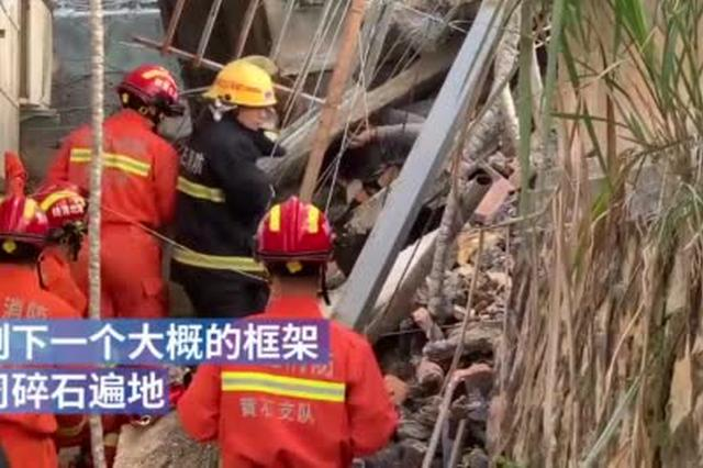 黄石危房拆迁房屋倒塌致2人被困 消防部门紧急救援