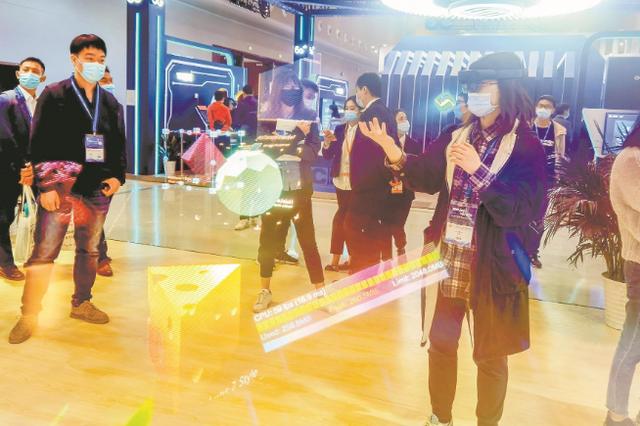 现场签约超100亿 多项武汉首创技术亮相光博会