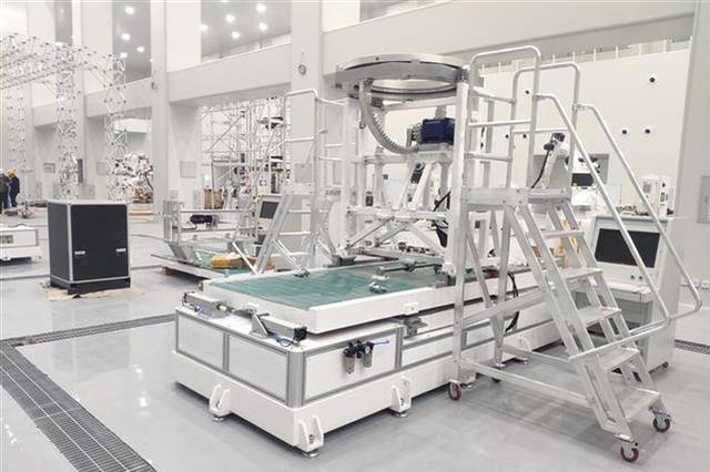 一条卫星智能生产线在汉试运行 可年产逾240颗小卫星