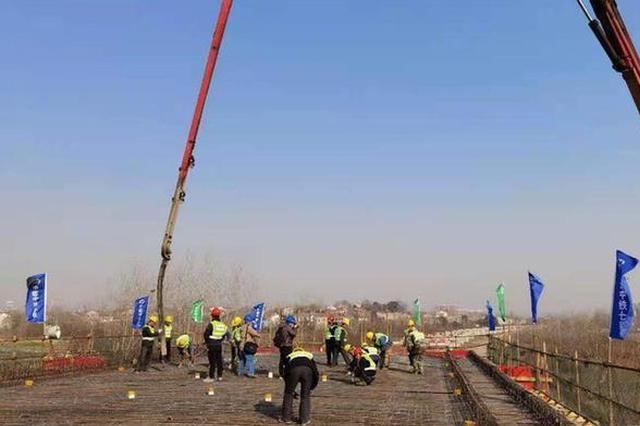 武汉江北铁路倒水河特大桥最后一座连续梁合龙
