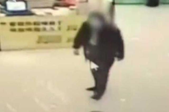 男孩入厕被陌生男子捂住口鼻 50多岁嫌疑人被抓