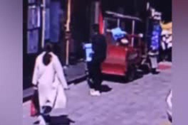 宜昌一男子趁外卖员上楼送餐 偷走两份外卖撒腿就跑