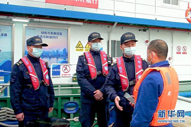 《长江保护法》实施首日 长江海事部门加强宣贯执法