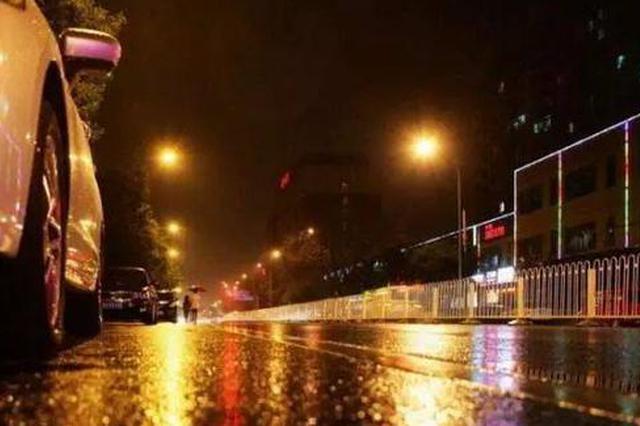 男子雨夜撞伤路人逃逸 交警凭现场碎片找到肇事者