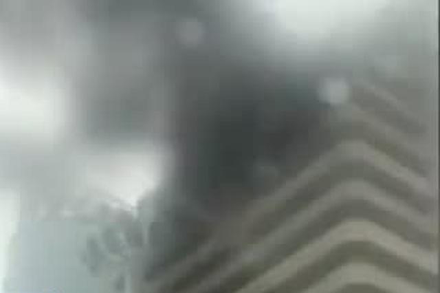 中南大酒店发生火灾消防到场救援 曾因火灾隐患被查封