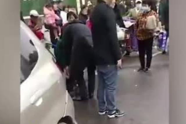 武汉一网约车发生交通事故造成人员一死一伤