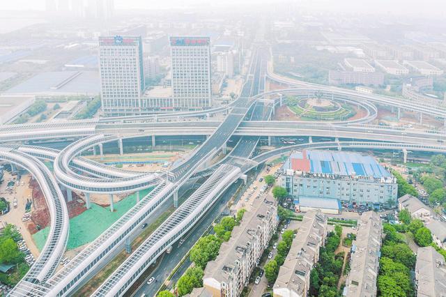 武汉光谷大道与高新六路立交桥建成