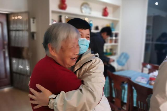 """时隔一年 湖南援鄂国家医疗队队员回武汉""""探亲"""""""