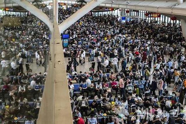 """""""五一""""假期首日 武汉火车站发送旅客14.5万人"""