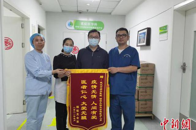 去年疫情期间,杨竑在武汉市肺科医院接受治疗 武汉市肺科医院供图