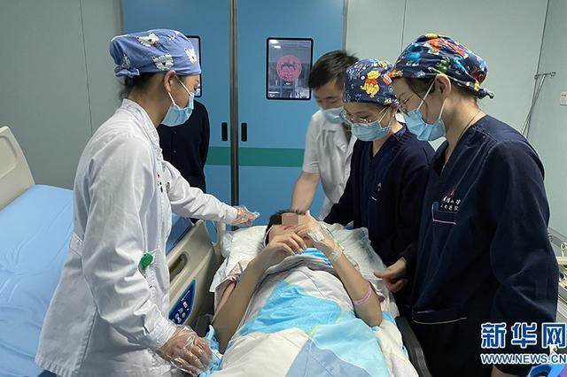 女大学生感染病毒性脑炎 昏迷44天后奇迹苏醒