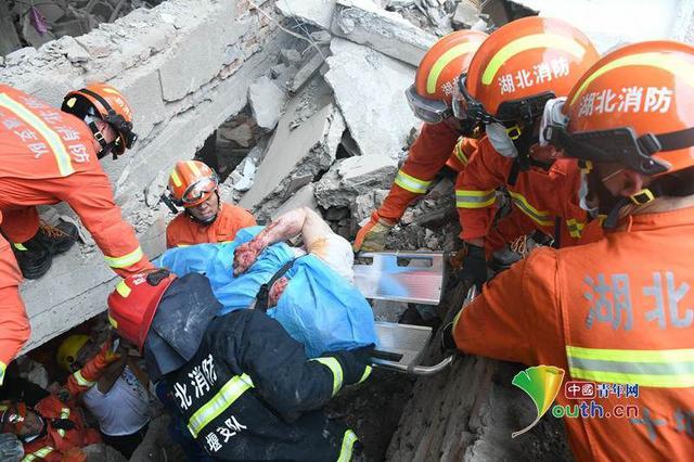 湖北十堰爆炸事故已搜救出35名被困群众