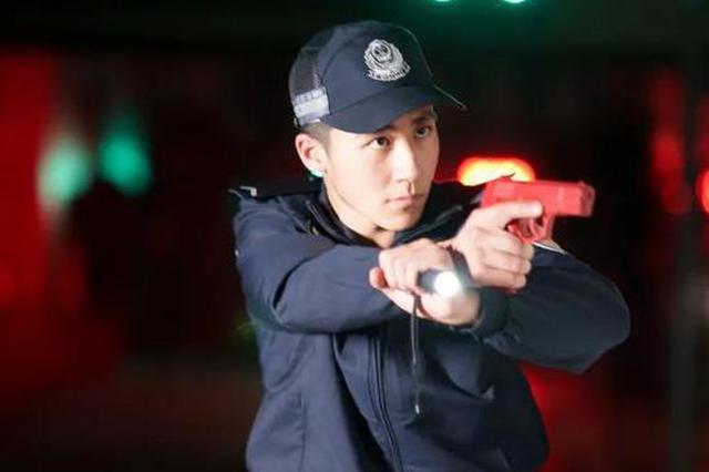 警校学生擒小偷被威胁 霸气回应:我是警察,不怕你记!