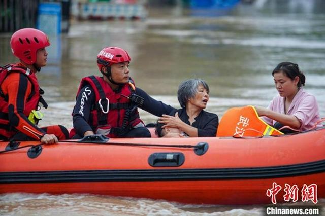 湖北救援力量投入郑州抢险救灾