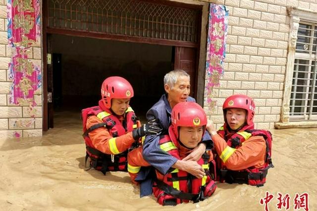 湖北南漳县遭遇强降雨引发山洪 百余群众安全转移