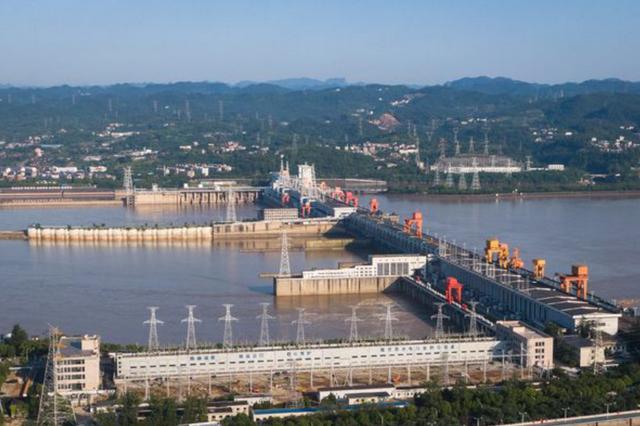 """""""万里长江第一坝""""葛洲坝:40年生产清洁能源近6000亿千瓦时"""