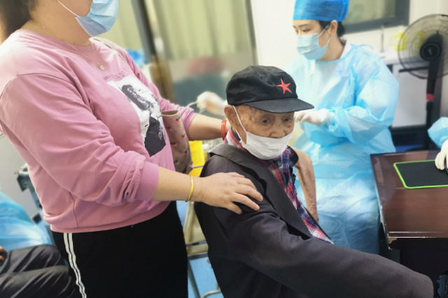 105岁高龄老人成为武汉蔡甸最年长的新冠疫苗受种者