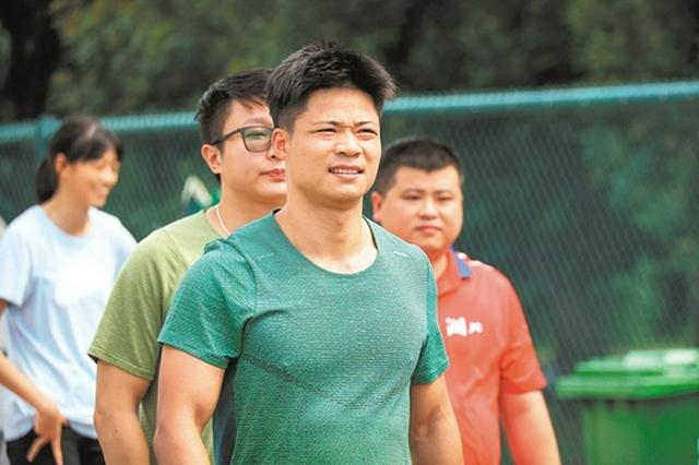 """在省奥体中心训练半个月 """"亚洲飞人""""苏炳添从湖北出征全运"""