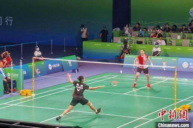 湖北队获十四运会羽毛球女子团体金牌