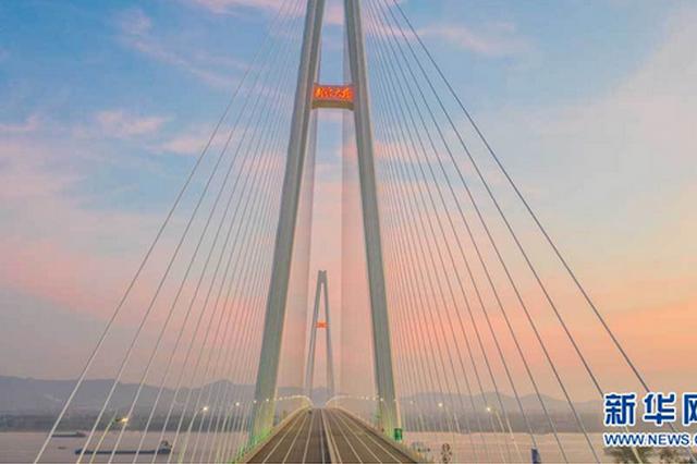 湖北武穴长江公路大桥建成通车