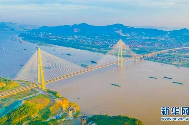湖北两座长江大桥同日通车 长江中游协同发展提速