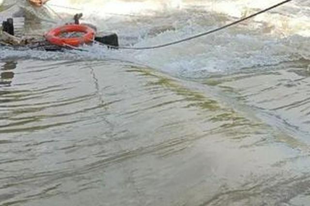 男子游泳被水冲至放闸水口 危急关头民警紧急救援