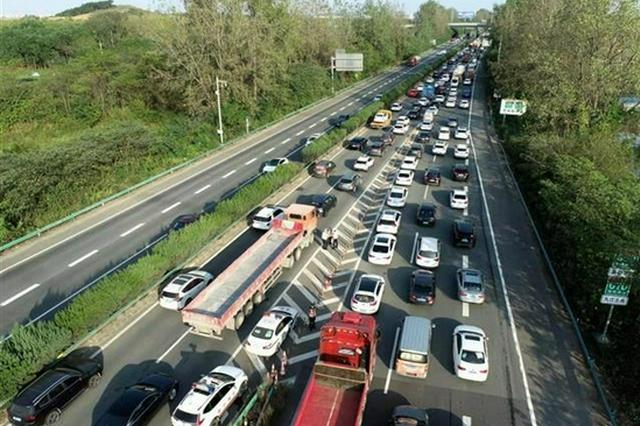 长假首日湖北高速迎来车流高峰 通行车辆123万多辆