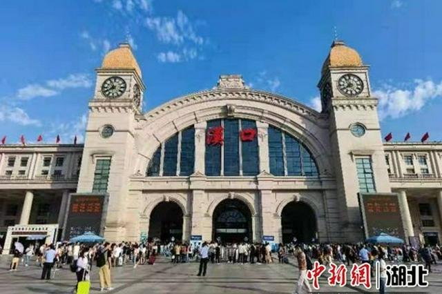 长假第二天汉口站发送旅客15万人次持续高位运行