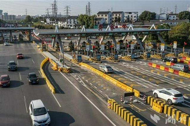 武汉迎来国庆公路客流返程小高峰