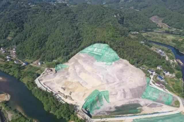 宜昌长阳县花香水岸公司非法挖山采石 周边群众反映强烈