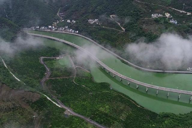 """昭君故里湖北兴山""""水上公路""""秋景如画"""