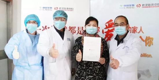 2020年2月18日,武汉金银潭医院张定宇院长的夫人程琳成功捐献了400ml血浆。