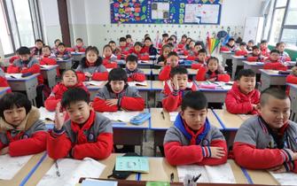 宜昌开学第一课关注教育精准扶贫