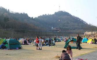 宜昌:天气回暖市民享受春光