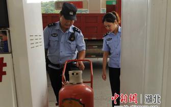 夷陵警方检验重点企业员工应急能力