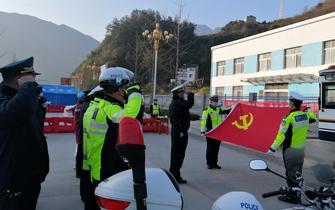 兴山交警:警徽在战疫一线熠熠生辉