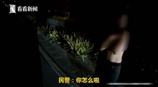 妻子被醉酒丈夫殴打扒光上衣 双手抱胸站在路边(图)