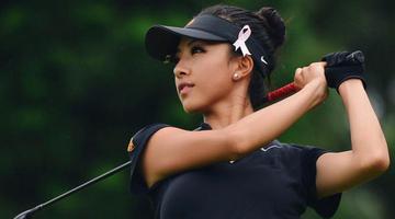 高尔夫美少女晒美照 球技也了得