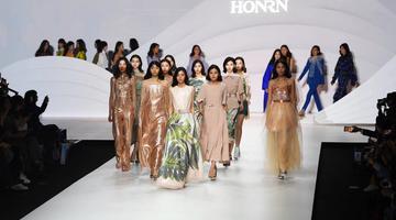 2018武汉时装周开幕 设计之都魅力尽显