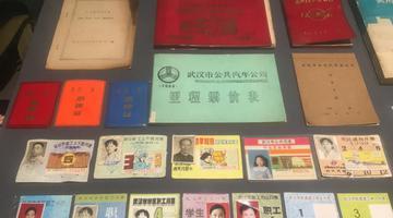 武汉老市民搜集公交史料 记录交通变迁