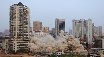 湖北宜昌爆破拆除城中高楼