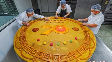 直径2米重1668斤 湖北公司做超级月饼